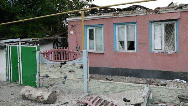 Жилой дом в Донецке, пострадавший в результате обстрела украинскими силовиками. Архивное фото