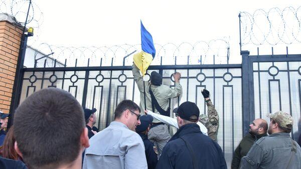 Акция протеста возле здания генерального консульства России в Одессе