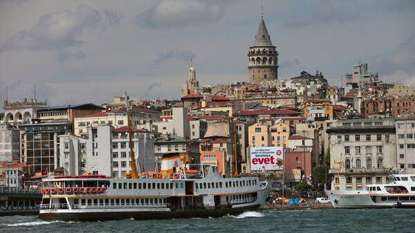 Вид на Стамбул через пролив Босфор. Архивное фото