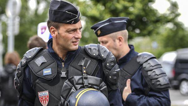 Сотрудники полиции национальной безопасности (CRS). Архивное фото