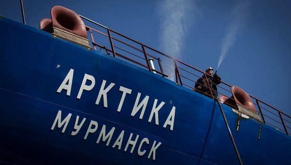 Головной атомный ледокол Арктика. Архивное фото