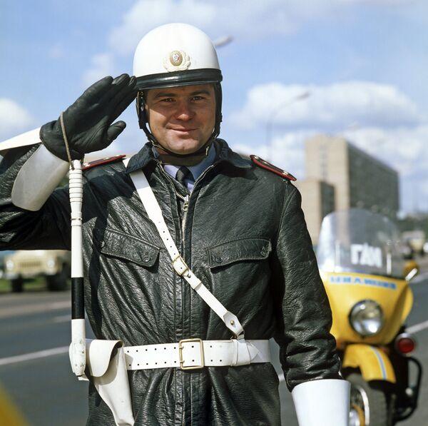 Работник ГАИ (государственная автомобильная инспекция)
