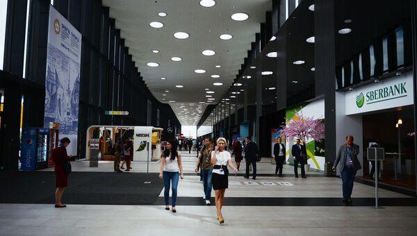Участники XX Петербургского международного экономического форума на территории Экспофорума