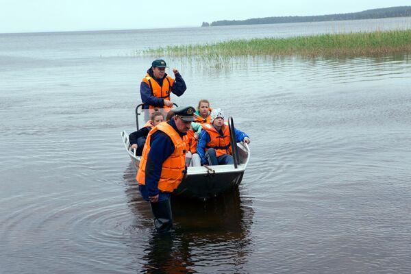 Поисково-спасательная операция в районе озера Сямозеро в Карелии, на котором в туристическом походе во время шторма погибли дети