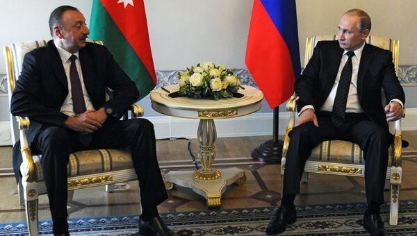 Президент России Владимир Путин и президент Азербайджана Ильхам Алиев во время встречи в Санкт-Петербурге. 20 июня 2016