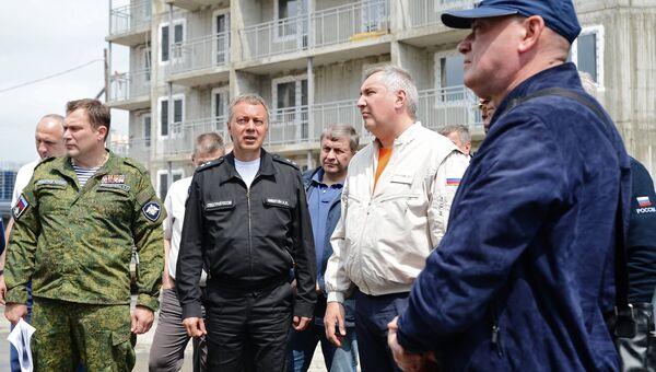 Заместитель председателя правительства РФ Дмитрий Рогозин во время посещения космодрома Восточный в Амурской области