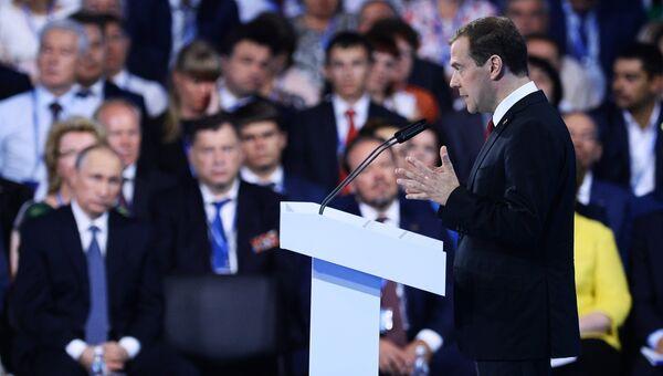 Председатель правительства РФ Дмитрий Медведев выступает на XV съезде Всероссийской политической партии Единая Россия