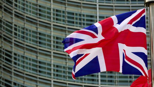 Флаг Великобритании и Северной Ирландии у главного здания Европарламента в Брюсселе