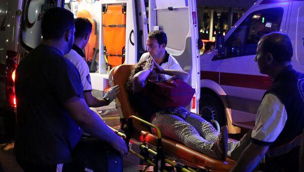 Женщина, получившая ранения в результате теракта в аэропорту Стамбула Ататюрк. 29 июня 2016