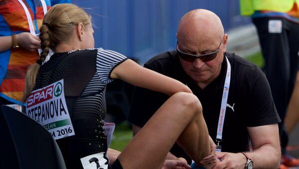 Юлия Степанова после окончания забега на дистанции 800м среди женщин на чемпионате Европы по легкой атлетике в Амстердаме