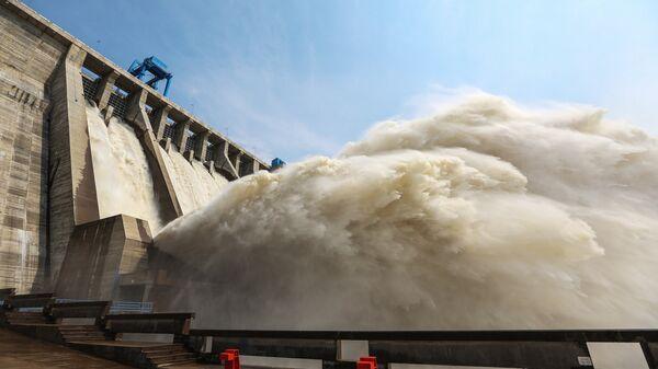 Сброс воды на Бурейской ГЭС