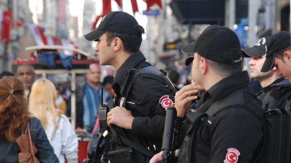 Полиция на улице Стамбула. Архивное фото