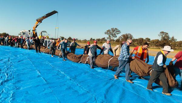 Подготовка к кругосветному полету на воздушном шаре