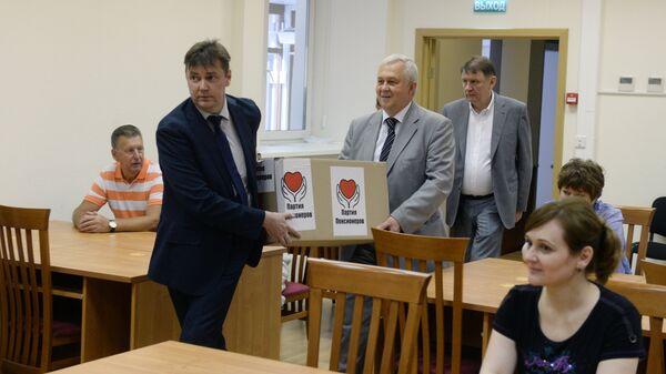 Подача в ЦИК РФ списков кандидатов в ГД от партии Российская партия пенсионеров за справедливость