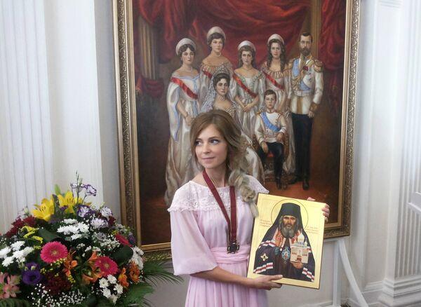 Наталья Поклонская передала в дар Ливадийскому дворцу портрет царской семьи