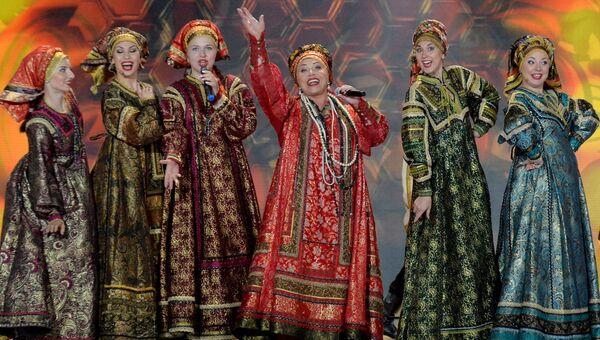 Певица Надежда Бабкина и театр Русская песня. Архивное фото