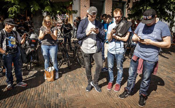 Игроки в Pokemon Go в Харлеме, Нидерланды