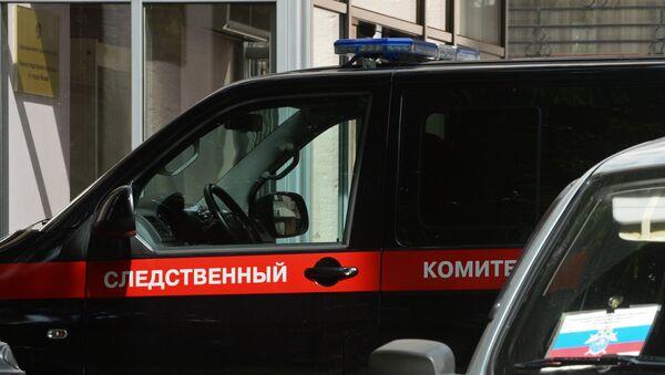 Автомобиль следственного комитета РФ у здания Главного следственного управления Следственного комитета РФ по Москве