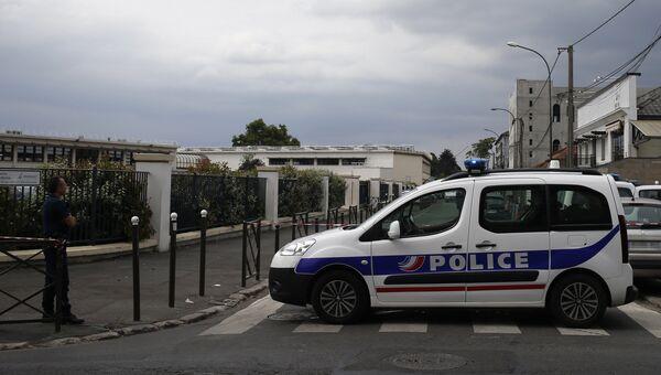 Полицейский автомобиль в Париже. Архивное фото