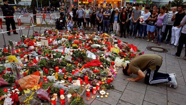 Цветы на месте трагедии в Мюнхене, 23 июля 2016 года