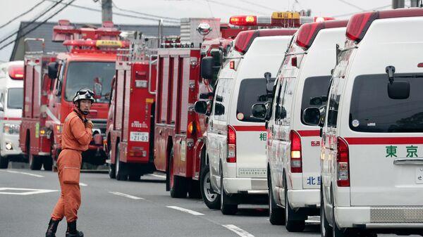 Кареты скорой помощи рядом с интернатом для инвалидов Сад лилий в Цукуи под Токио. 26 июля 2016 год