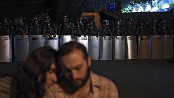 Полиция стянула дополнительные силы к захваченному зданию ППС в Ереване