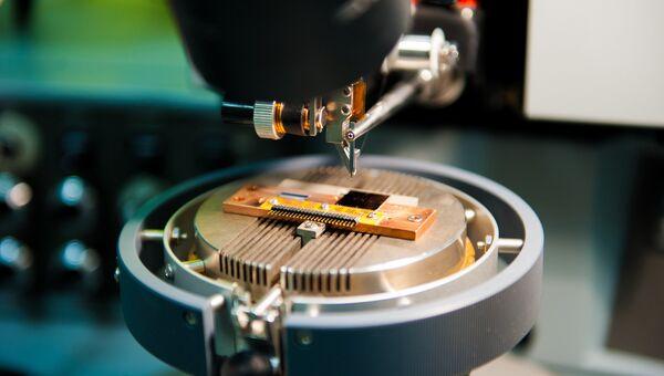 Оборудование лаборатории Сверхпроводящие метаматериалы НИТУ МИСиС, занимающейся изучением метаматериалов и созданием квантового компьтера