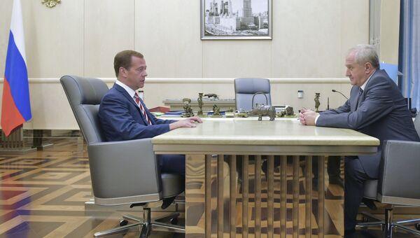 Премьер-министр РФ Д. Медведев встретился с руководителем Федеральной таможенной службы В. Булавиным