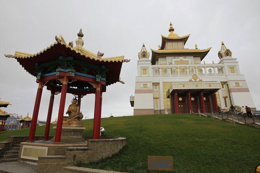 Хурул Золотая обитель Будды Шакьямуни