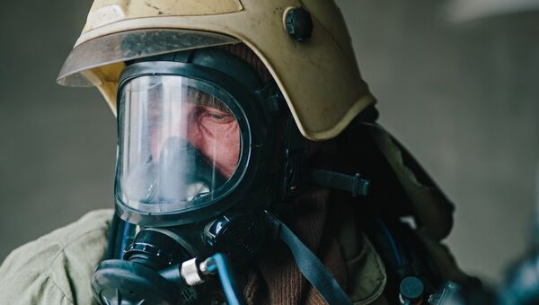 Сотрудник пожарной службы МЧС России. Архивное фото