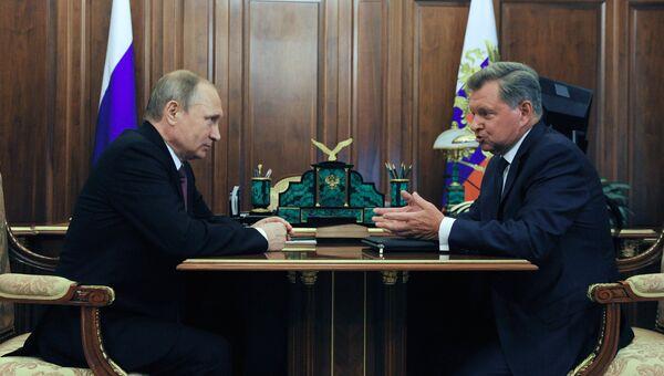 Владимир Путин и Олег Белавенцев во время встречи в Кремле. 27 июля 2016
