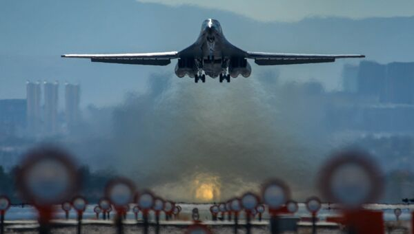 Стратегический бомбардировщик ВВС США B-1B. Архивное фото