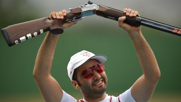 Хорват Йосип Гласнович радуется победе в финале соревнований по стендовой стрельбе в упражнении трап на XXXI летних Олимпийских играх