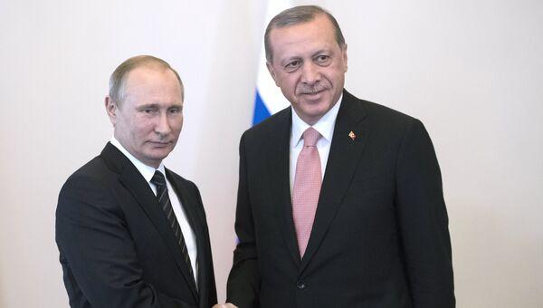 Президент России Владимир Путин и президент Турции Реджеп Тайип Эрдоган во время встречи в Санкт-Петербурге. 9 августа 2016