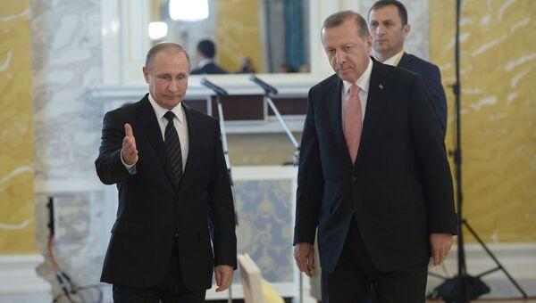 Президент России Владимир Путин и президент Турции Реджеп Тайип Эрдоган на пресс-конференции по итогам российско-турецких переговоров