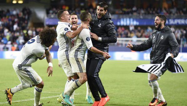 Футболисты Реала празднуют гол. Архивное фото