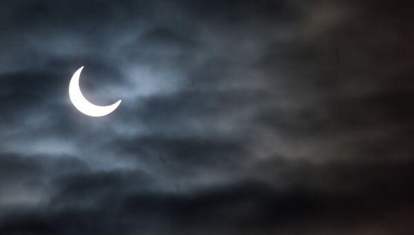 Первое частное солнечное затмение 2011 года