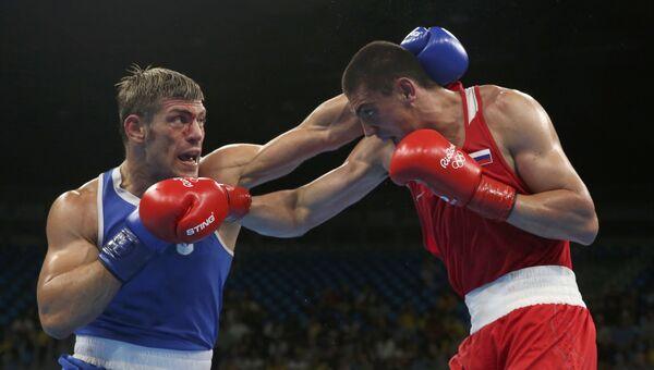 Российский боксер Евгений Тищенко во время боя с итальянцем Клементе Руссо на Олимпиаде-2016 в Рио-де-Жанейро