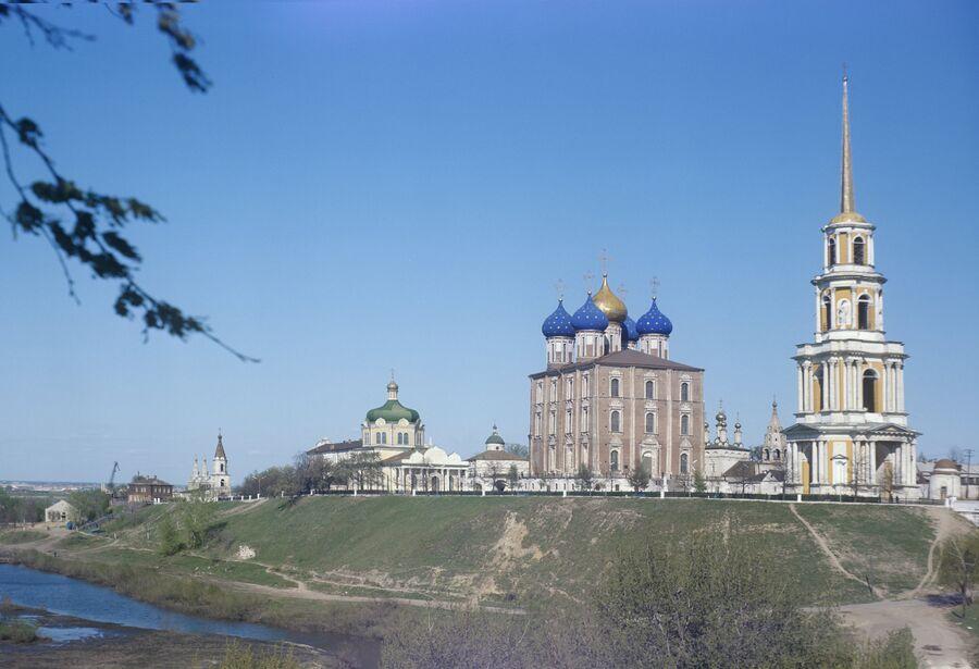 Вид на Рязанский кремль