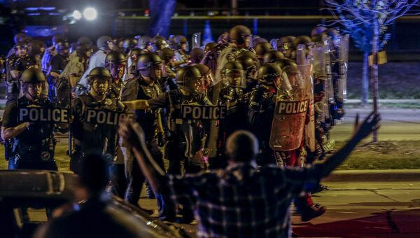 Полицейские во время беспорядков в Милуоки. 14 августа 2016