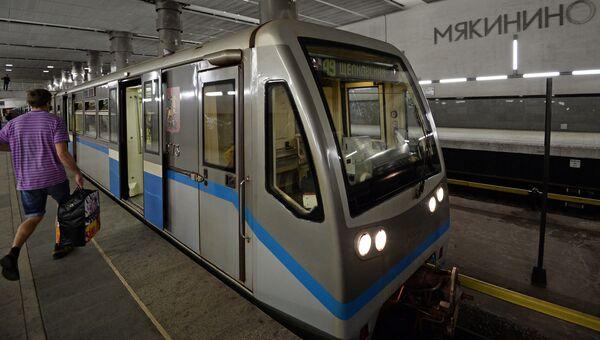 Пассажиры на станции Московского метрополитена Мякинино. Архивное фото