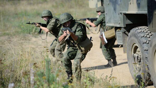 Тактико-специальные учения с подразделениями радиоэлектронной борьбы ЦВО на полигоне Свердловский. Архивное фото