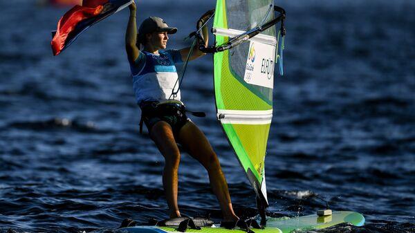 Стефания Елфутина (Россия), завоевавшая бронзовую медаль в гонке класса RS:X на соревнованиях по парусному спорту на XXXI летних Олимпийских играх