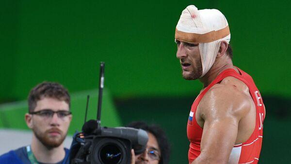 Аниуар Гедуев (Россия) после окончания финального поединка соревнований по вольной борьбе