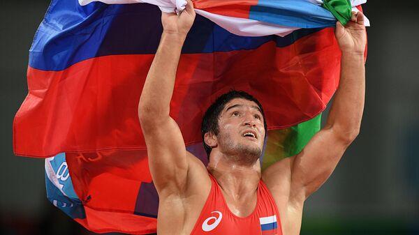 Абдулрашид Садулаев (Россия), завоевавший золотую медаль по вольной борьбе среди мужчин в весовой категории до 86 кг на XXXI летних Олимпийских играх