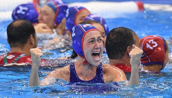 Надежда Глызина (Россия) радуется победе в матче за третье место на соревнованиях по водному поло на XXXI летних Олимпийских играх