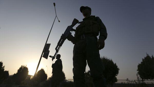 Военные на месте взрыва в Кабуле. Архивное фото
