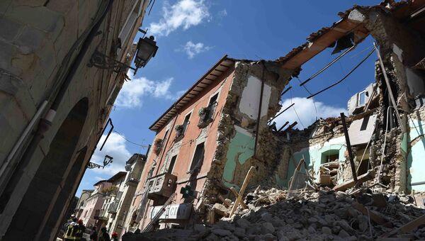 Дома, разрушенные в результате землетрясения, в городе Аматриче