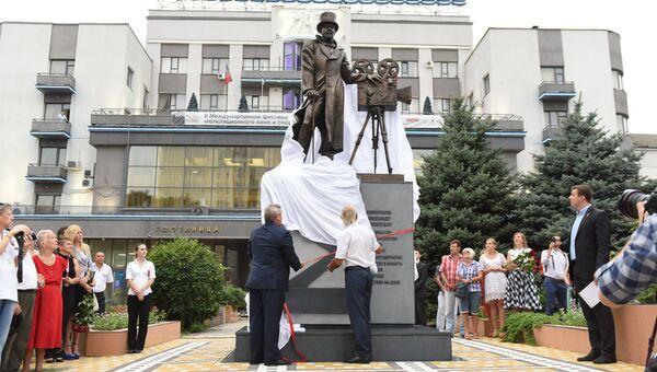 Церемония открытия памятника кинопромышленнику Александру Ханжонкову в Ростове-на-Дону
