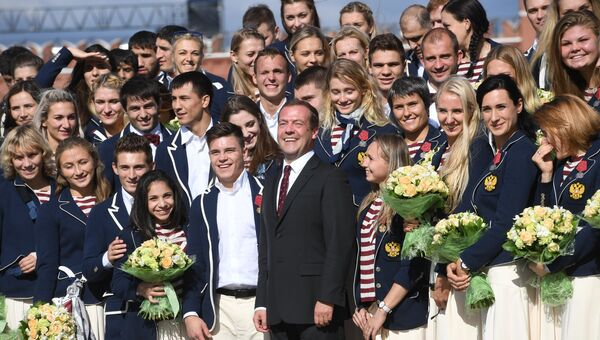 Церемония вручения премьер-министром РФ Д. Медведевым автомобилей победителям и призерам Игр XXXI Олимпиады в Рио-де-Жанейро. 25 августа 2016